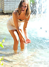 Kleiner Busen, Riley plays in the fountain and naked in public