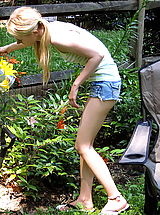 Skinny Teens, kennedy 04 garden vulva play